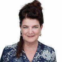Marian de Joode is innovatiemanager bij LTP en volgt alle ontwikkelingen in de wereld van werken op de voet. Zij schrijft whitepapers en blogs over HR-topics en ontwikkelt en begeleidt verschillende events. Bijvoorbeeld de LTP ontbijtsessies en de gratis webinars en trainingen over leidinggeven op afstand, feedback, teamsamenstelling en de toekomst van recruitment.